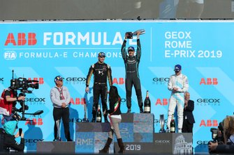 Mitch Evans, Panasonic Jaguar Racing, 1° classificato, Andre Lotterer, DS TECHEETAH, 2° classificato, Stoffel Vandoorne, HWA Racelab, 3° classificato, sul podio