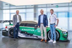 Marco Wittmann, BMW Team RMG, BMW M4 DTM con Jens Marquardt, BMW Motorsport Director, Matthias Zink, CEO Automotive OEM Schaeffler