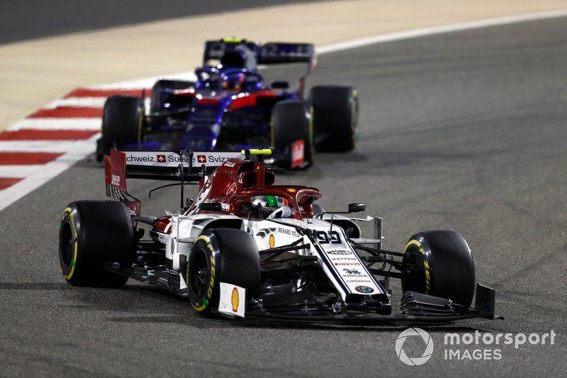 Antonio Giovinazzi, Alfa Romeo Racing C38, Alexander Albon, Toro Rosso STR14