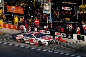 Erik Jones, Joe Gibbs Racing, Toyota Camry Sport Clips, pit stop