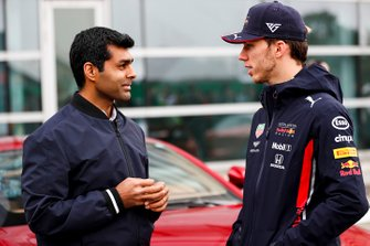 Karun Chandhok, Sky, TV et Pierre Gasly, Red Bull Racing