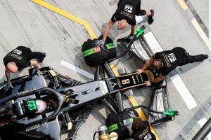 Romain Grosjean, Haas F1 Team VF-19, de retour au stand
