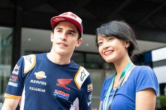 Marc Marquez, Repsol Honda Team, con una tifosa