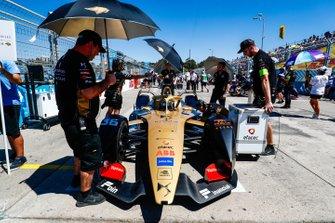 Andre Lotterer, DS TECHEETAH, DS E-Tense FE19, arrives on the grid