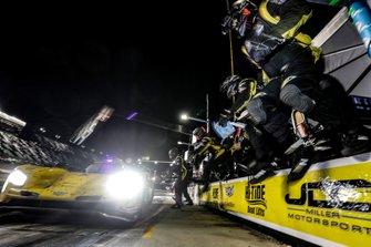 #85 JDC-Miller Motorsports Cadillac DPi, DPi: Misha Goikhberg, Tristan Vautier, Devlin DeFrancesco, Rubens Barrichello, pit stop
