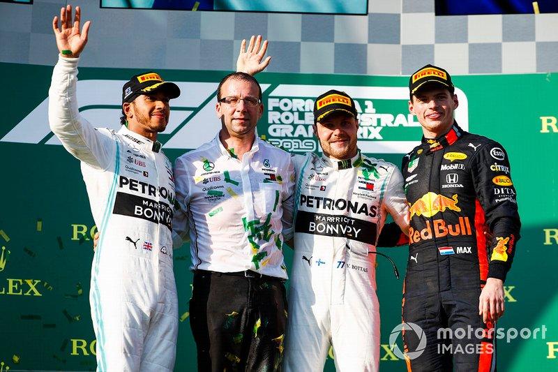 Podio: il vincitore, Valtteri Bottas, Mercedes AMG F1, il secondo classificato Lewis Hamilton, Mercedes AMG F1 ed il terzo classificato Max Verstappen, Red Bull Racing festeggiano