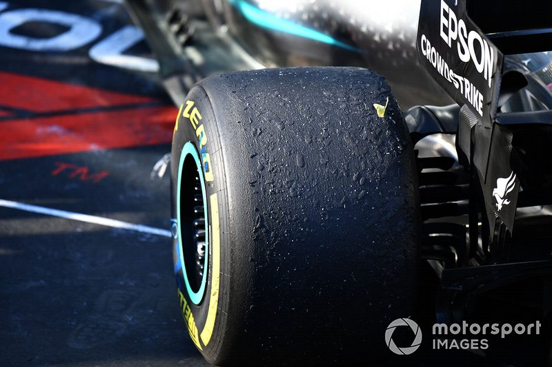 Gomme consumate sulla monoposto di Valtteri Bottas, Mercedes AMG W10