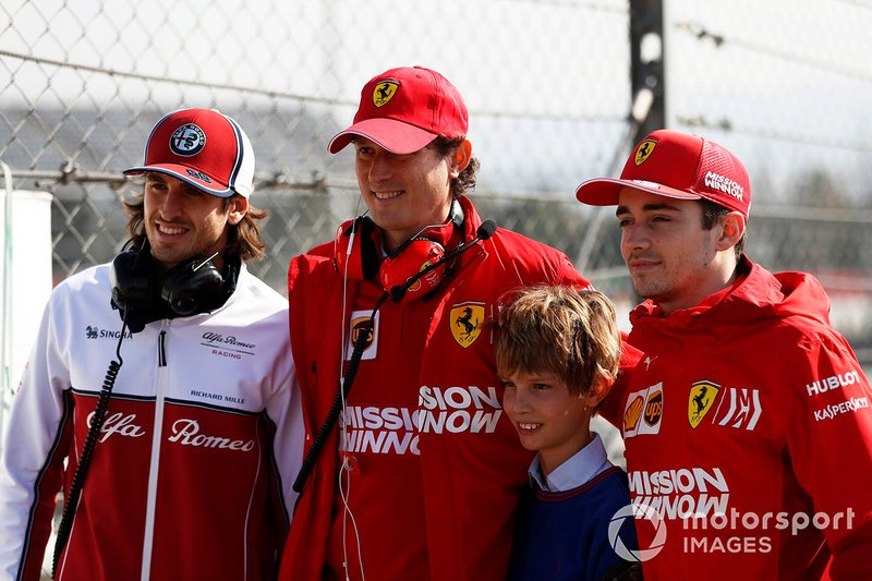 Antonio Giovinazzi, Alfa Romeo Racing, John Elkann, président de FIAT avec son fils, et Charles Leclerc, Ferrari