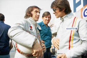 Jackie Stewart en François Cevert met teambaas Ken Tyrrell