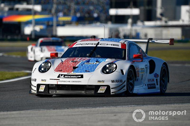 16. Поул в классе GTLM: Патрик Пиле, Ник Тэнди, Фредерик Маковецки, Porsche GT Team, Porsche 911 RSR (№911)