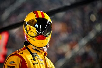 Joey Logano, Team Penske, Ford Mustang Shell Pennzoil crew