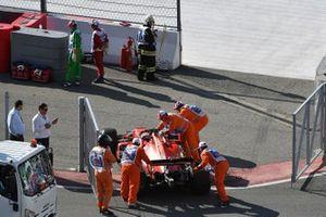 Les commissaires bougent la voiture de Sebastian Vettel, Ferrari SF90