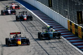 Juri Vips, Hitech Grand Prix e Jake Hughes, HWA RACELAB