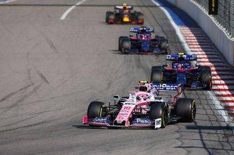 Lance Stroll, Racing Point RP19, devant Pierre Gasly, Toro Rosso STR14, Daniil Kvyat, Toro Rosso STR14, et Alex Albon, Red Bull RB15