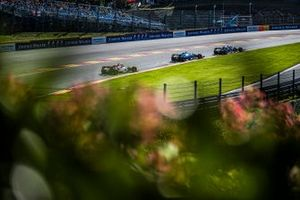 Pierre Gasly, Toro Rosso STR14, leads Robert Kubica, Williams FW42, and Kimi Raikkonen, Alfa Romeo Racing C38