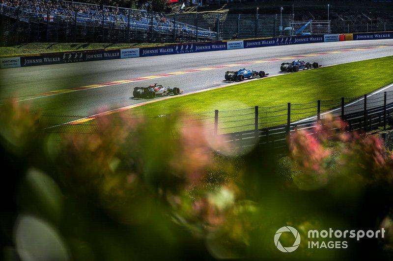 Pierre Gasly, Toro Rosso STR14, Robert Kubica, Williams FW42, y Kimi Raikkonen, Alfa Romeo Racing C38
