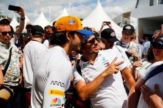 Carlos Sainz Jr takes a selfie with a fan