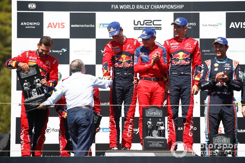 Podio: i vincitori Sébastien Ogier, Julien Ingrassia, Citroën World Rally Team Citroen C3 WRC, secondo classificato Esapekka Lappi, Janne Ferm, Citroën World Rally Team Citroen C3 WRC