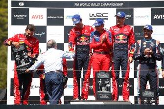 Podium : les vainqueurs Sébastien Ogier, Julien Ingrassia, Citroën World Rally Team Citroen C3 WRC, deuxième place Esapekka Lappi, Janne Ferm, Citroën World Rally Team Citroen C3 WRC