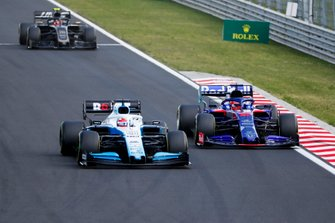George Russell, Williams Racing FW42, leads Daniil Kvyat, Toro Rosso STR14, and Kevin Magnussen, Haas F1 Team VF-19