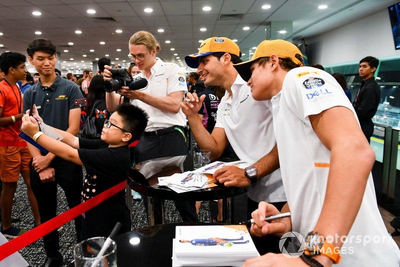 Lando Norris, McLaren y Carlos Sainz Jr., McLaren