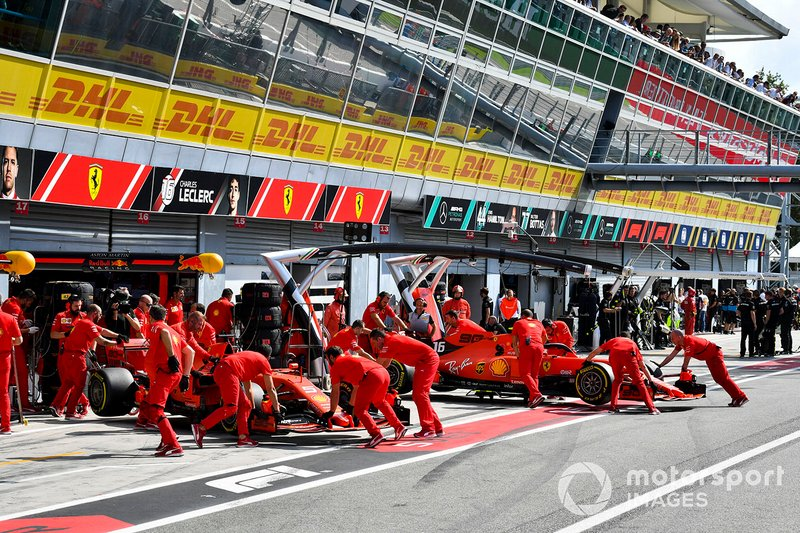 Sebastian Vettel, Ferrari SF90 e Charles Leclerc, Ferrari SF90 nel garage ferrari