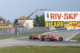 Didier Pironi, Ferrari 126C2, precede Gilles Villeneuve, Ferrari 126C2, al GP di San Marino del 1982