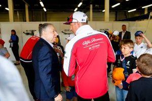 Jean Todt, président de la FIA, avec Kimi Raikkonen, Alfa Romeo Racing