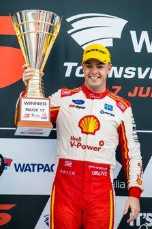 Il vincitore della gara Scott McLaughlin, DJR Team Penske Ford