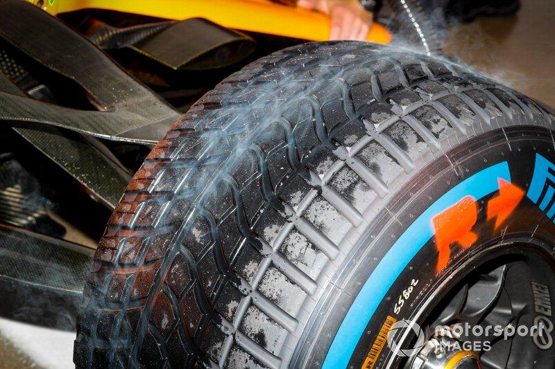 McLaren MCL34: Regenreifen