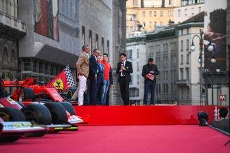 Maurizio Arrivabene, Stefano Domenicali, Jean Todt, e Mattia Binotto sul palco