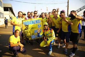 Thiago Camilo comemora com equipe pole position em Campo Grande