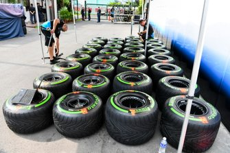 Williams Racing mechanic with Pirelli tyres
