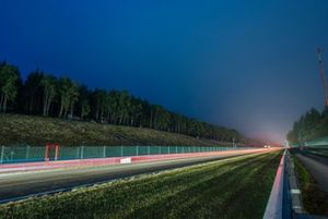Renn-Action in der Nacht bei den 24h Spa
