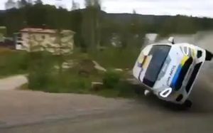 Carro de Raul Badiu e Gabriel Lazar que se acidentou durante rali da Finlândia