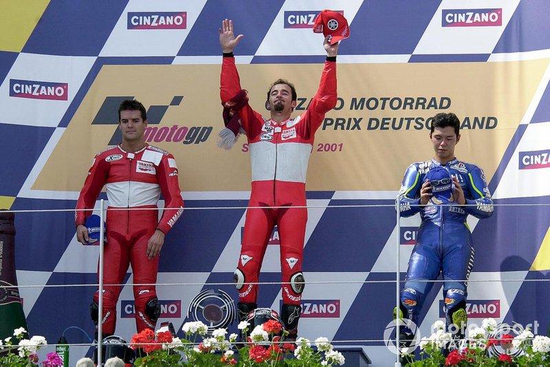 2001: 1. Max Biaggi, 2. Carlos Checa, 3. Shinya Nakano