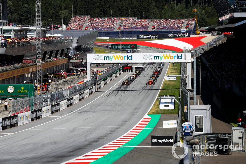 Charles Leclerc, Ferrari SF90, and Max Verstappen, Red Bull Racing RB15 and the field are waiting for the start