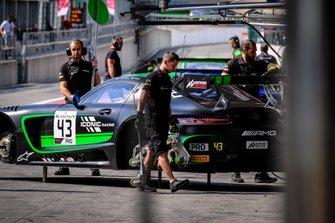 #43 Strakka Racing Mercedes-AMG GT3: Christina Nielsen, Dev Gore, Jack Hawksworth