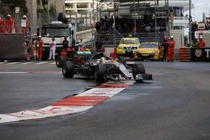 Lewis Hamilton, Mercedes-Benz F1 W07 Hybrid ve Daniel Ricciardo, Red Bull Racing RB12
