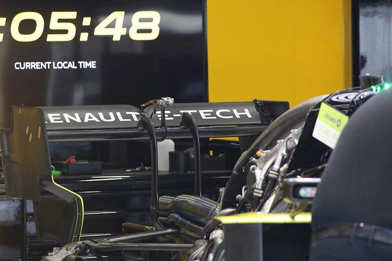 Renault F1 Team R.S.19, dettaglio del motore e dell'ala posteriore