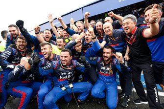 The Toro Rosso team celebrate a podium finish for Daniil Kvyat, Toro Rosso