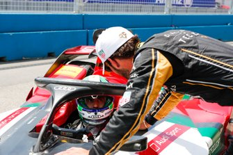 Jean-Eric Vergne, DS TECHEETAH, talks to Lucas Di Grassi, Audi Sport ABT Schaeffler, Audi e-tron FE05 after qualifying
