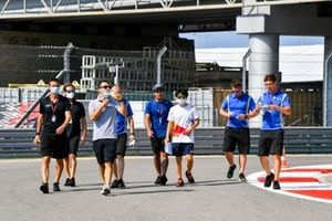 Jehan Daruvala, Carlin and Yuki Tsunoda, Carlin walk the track