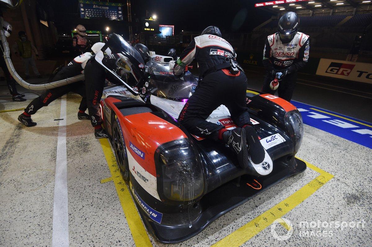Pitstop #7 Toyota Gazoo Racing Toyota TS050: Mike Conway, Kamui Kobayashi, Jose Maria Lopez