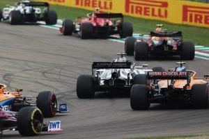 Alex Albon, Red Bull Racing RB16, Daniil Kvyat, AlphaTauri AT01, and Lando Norris, McLaren MCL35, on the opening lap
