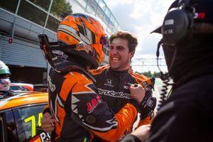 Pepe Oriola, festeggia con il compagno di squadra, Martin Ryba, Brutal Fish Racing Team, Honda Civic Type R TCR
