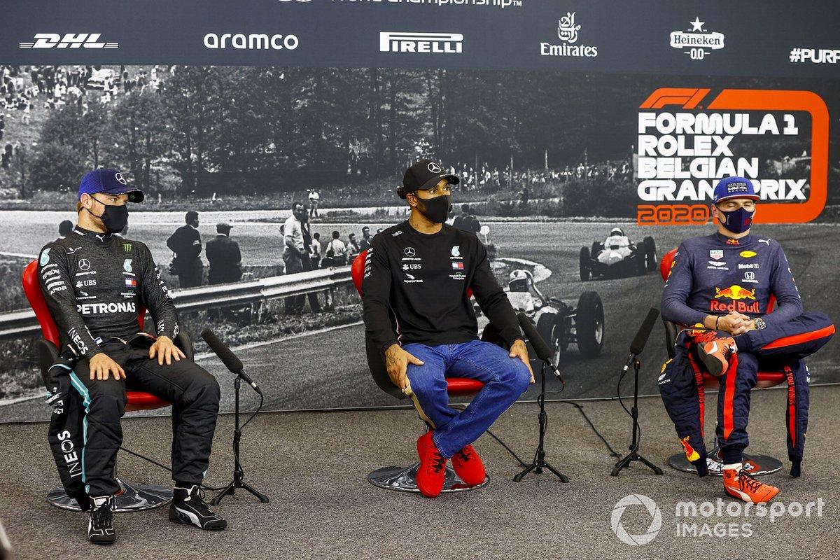 Valtteri Bottas, Mercedes-AMG F1, Lewis Hamilton, Mercedes-AMG F1, Max Verstappen, Red Bull Racing en la conferencia de prensa