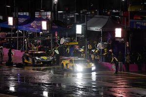 #3 Corvette Racing Corvette C8.R, GTLM: Antonio Garcia, Jordan Taylor, #4 Corvette Racing Corvette C8.R, GTLM: Oliver Gavin, Tommy Milner pit stop