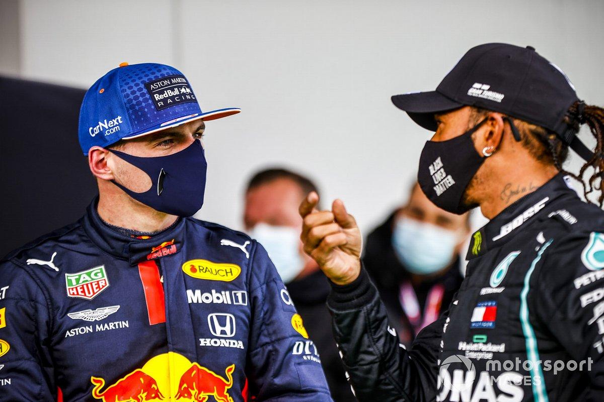 Max Verstappen, Red Bull Racing e il vincitore della gara Lewis Hamilton, Mercedes-AMG F1 nel parco chiuso