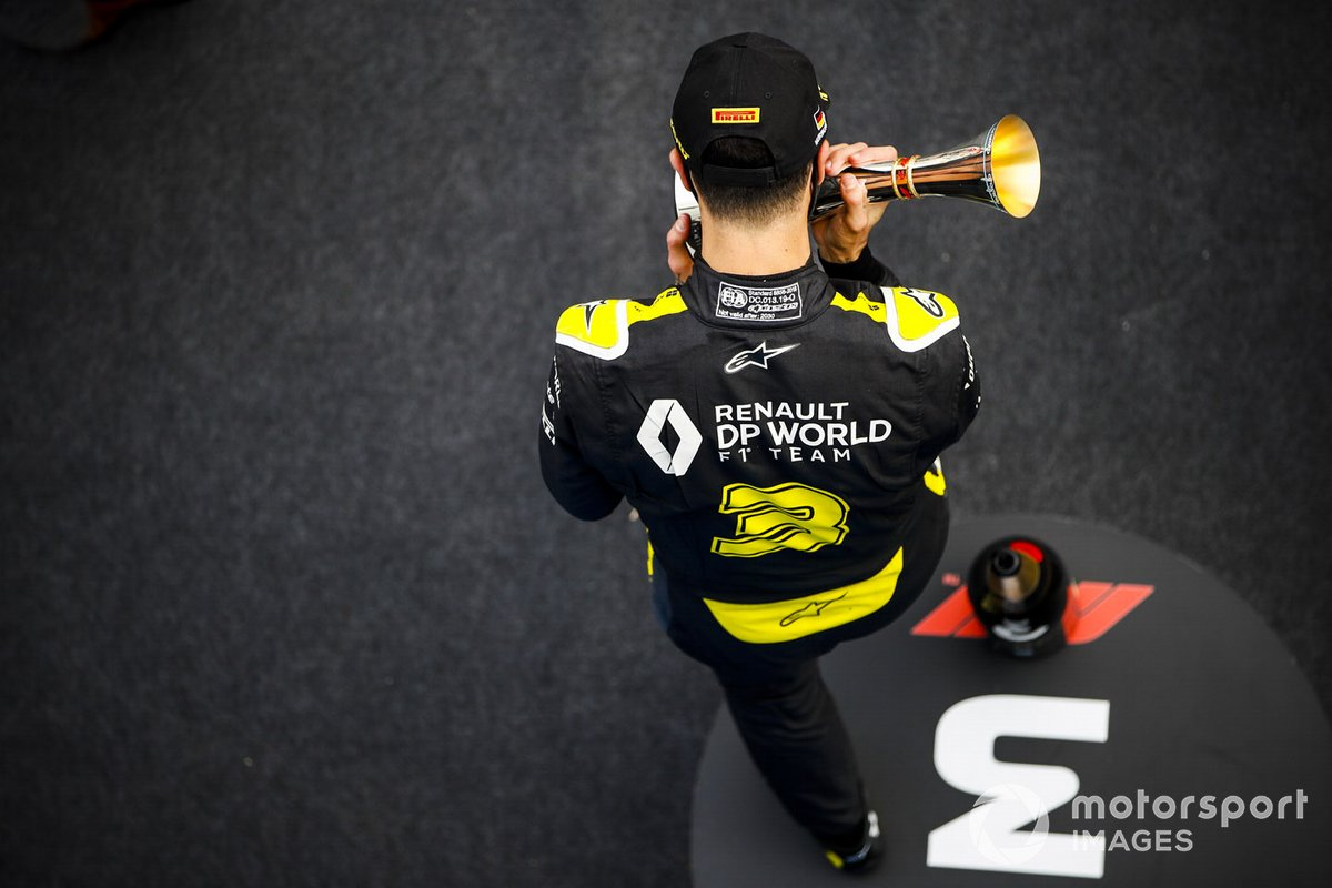 Daniel Ricciardo, Renault F1, 3rd position, kisses his trophy on the podium